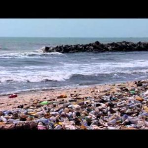 Zoom out of polluted beach.