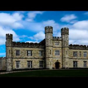 Time-lapse of the entrance of Leeds Castle in England