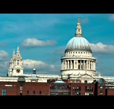 Time-lapse of the top of St. Paul's Cathedral in London.