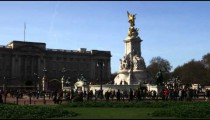 Far shot pan of the changing of the guards at Buckingham Palace.
