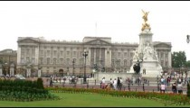 Time-lapse of Buckingham Palace and the Victoria Memorial.