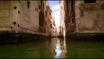 Narrow canal intersection
