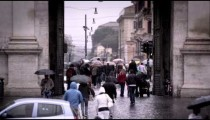 Tourists exiting and entering the Piazza del Popolo