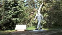 Skier Statue zooms